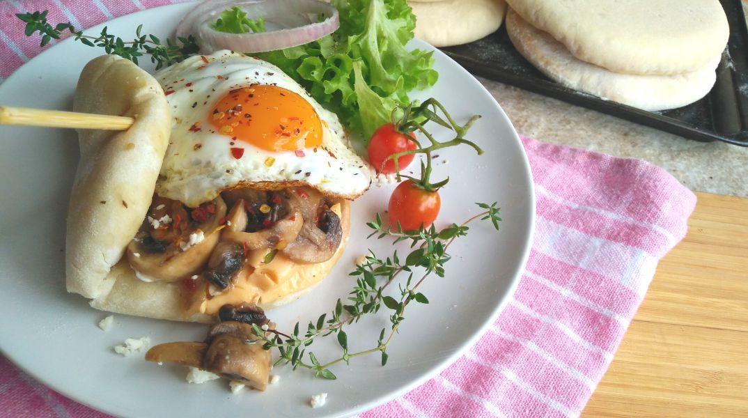 Cheese Mushroom and Egg Breakfast Pita