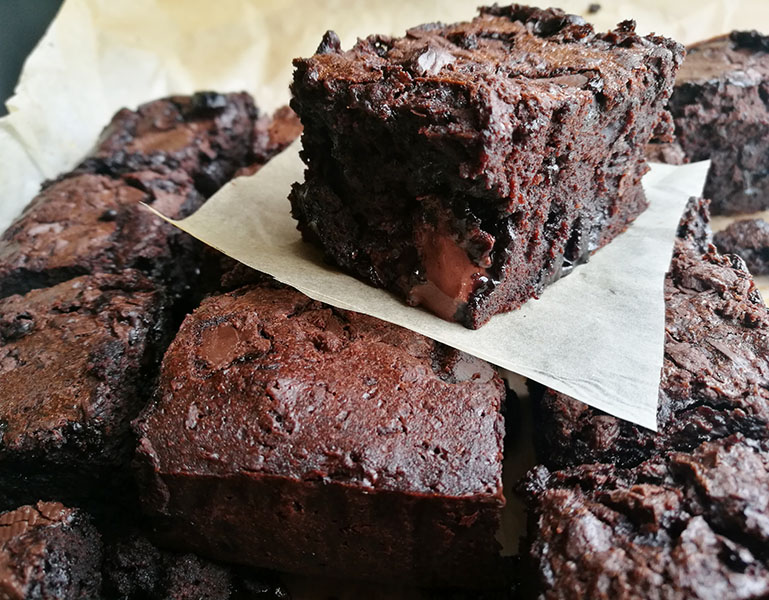 Classic Fudgy Chocolate Brownies
