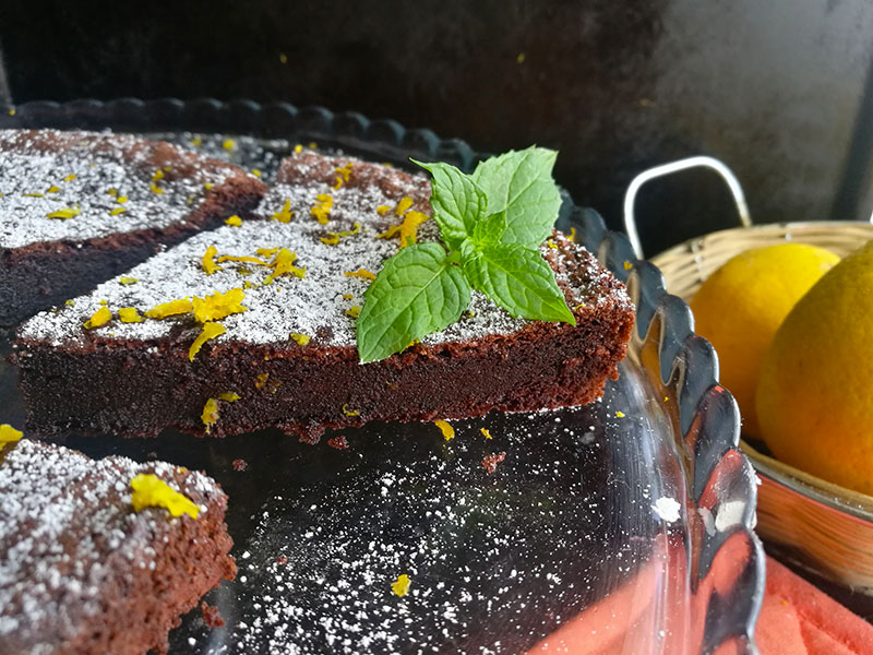 3 ingredient Chocolate Orange Cake