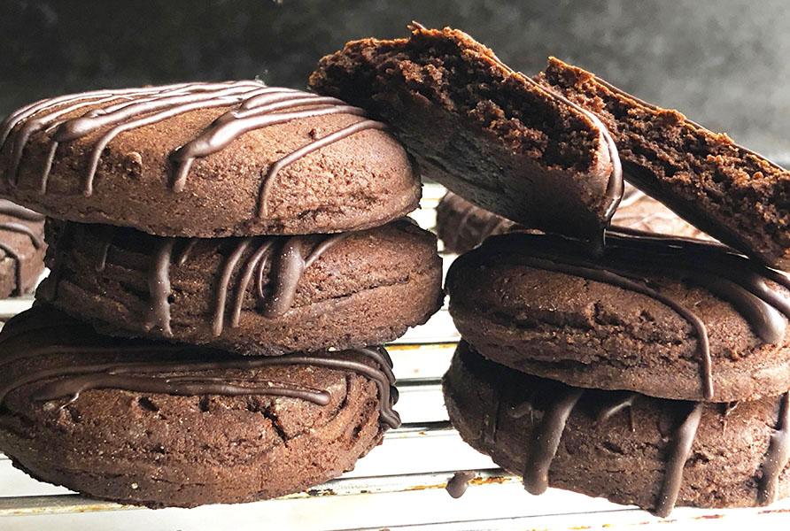 4 ingredients Condensed Milk Chocolate Cookies