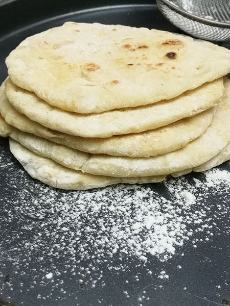 4 ingredient Pita (No knead)