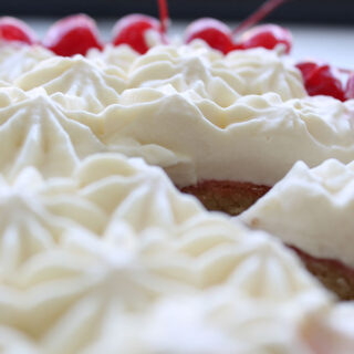 3 ingredient whipped cream frosting (stabilized, no gelatin)
