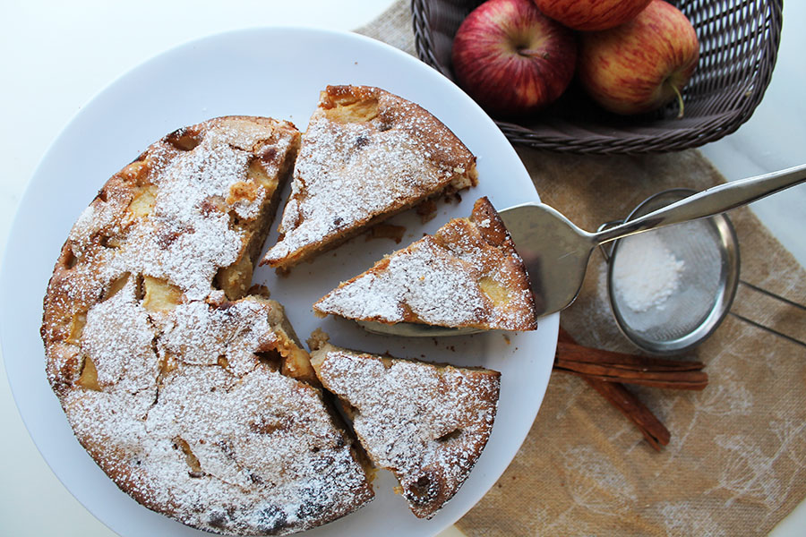 Given that the apples in the cake contribute to the great flavor and luscious texture, you don't need additional frosting. I simply sprinkle powdered sugar over the top and its ready to slice up and serve.